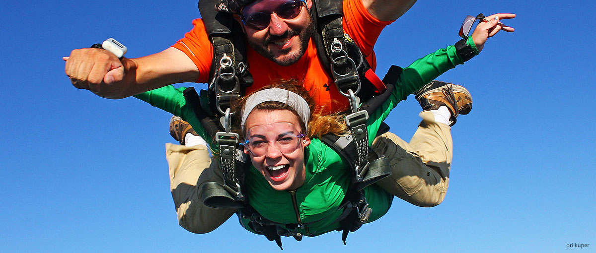 Tandem skydiver freefall